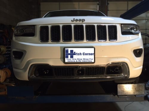 Blue Ox Base Plate Mounted to Jeep Grand Cherokee Without Tabs